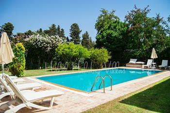 Private Villa For Up To 8 People 300 Metres away from the Beach