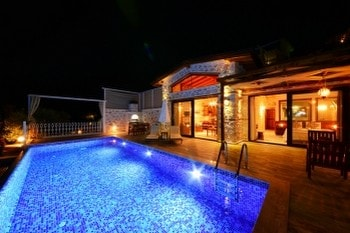 Villas With Heated Pool